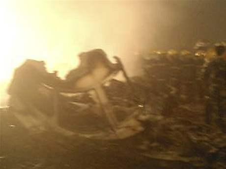 Havárie letadla společnosti Che-nan Airlines. Po přistání vyjel pilot z ranveje a stroj začal hořet