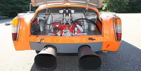 Závodní Tatra 603 při testech v Kopřivnici.