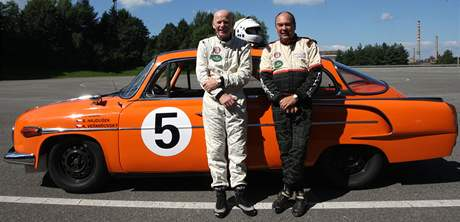 Legendy motorsportu Arne Berg a John Haugland u Tatry 603 (zleva).