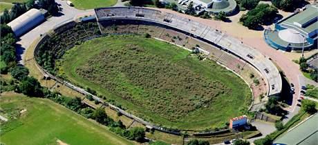 Chátrající fotbalový stadion Za lužánkami v Brně. (25. srpna 2010)