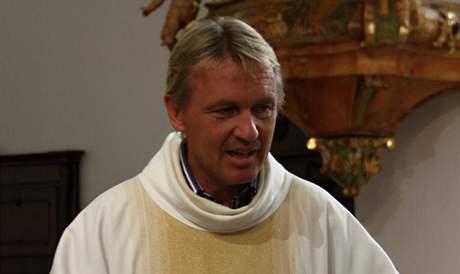 Syna Gábiny Partyšové pokřtil známý farář Zbigniew Czendlik