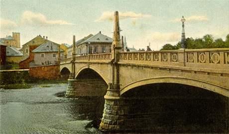Nová železobetonová podoba Tyršova mostu vznikla v roce 1903.