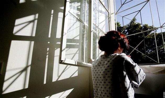Pacientka Psychiatrické lé�ebny Bohnice. Ilustra�ní foto