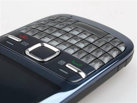 Recenze Nokia C3 detail