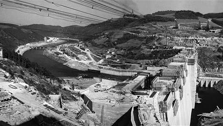 Stavba přehrady Orlík. (29. září 1960)
