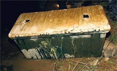 Plastovou truhlu s tělem zavražděné ženy objevili rybáři u břehu Orlické přehrady.