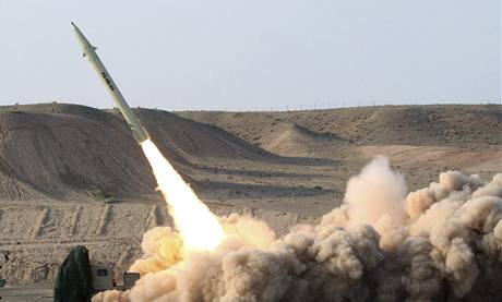 Test íránské rakety krátkého doletu Fateh-110 s dosahem asi 250 kilometrů. (25. srpna 2010)