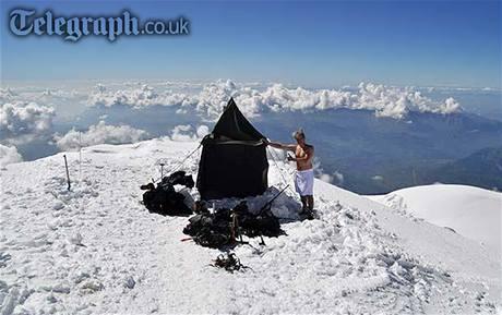 Finští horolezci si postavili saunu pod vrcholem Mont Blancu.