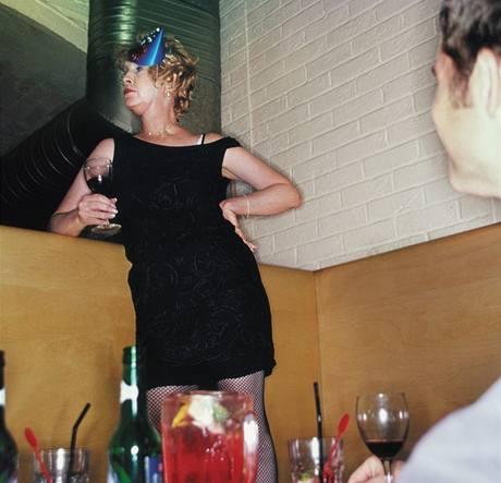 Proč se opilým mužům líbí i ošklivé ženy