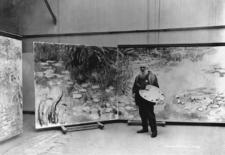 Claude Monet ve svém velkém ateliéru