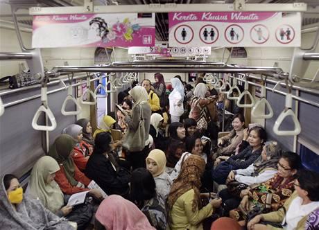 Vagón pro ženy v indonéské Jakartě