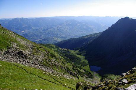 Rumunsko, Rodna. Výstup na nejvyšší vrch Pietroşul (2303 m) z Borşy kolem meteorologické stanice