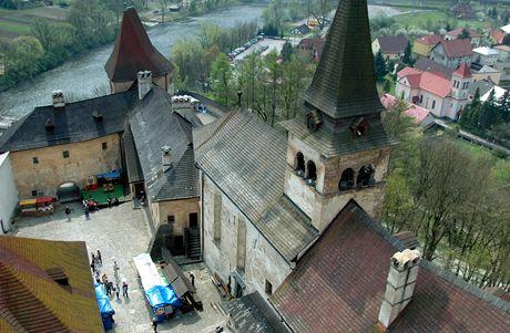 Slovensko, Oravský hrad. Pohled na spodní nádvoří
