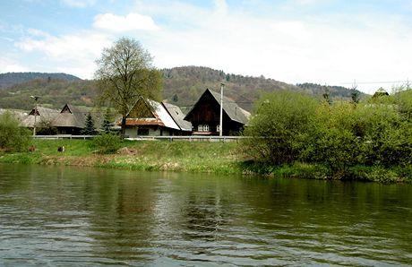 Slovensko, splouvání Oravy na voru. Bývalá vorařská ves Predná Lehota