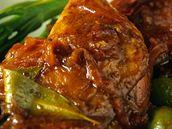 Kachní stehýnka na olivách.
