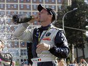 VÍTĚZNÝ DOUŠEK. Belgický závodník Freddy Loix si vychutnává výhru ve zlínské Barum Rally.