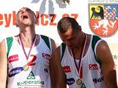 Michal Bíza, Petr Beneš a Přemysl Kubala při vyhlášení výsledků MČR v beachvolejbalu.