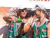 Robert Kufa a Michal Bíza na stupních vítězů