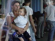 Romové odlétají z Francie do Rumunska (19. srpna2010)