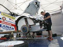 Barum Rally Zlín 2010: tým Romana Kresty v depu. (26. srpen 2010)