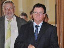 Soud v korupční kauze Kvapila a Novotného, na snímku bývalý starosta Žabovřesk Aleš Kvapil (vpravo) - 27. srpen 2010