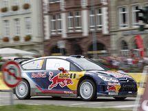 Finský jezdec Kimi Raikkönen projíždí jednu ze zatáček na trati Německé rallye.