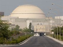 Elektrárna v Búšehru v den, kdy ruští inženýři začali vkládat do elektrárny jaderné palivo (21. srpna 2010)