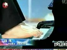 Bezruký pianista Liou Wej v soutěži Čína má talent