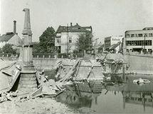 Tyršův most poté, co ho v roce 1945 vyhodila do vzduchu ustupující německá armáda.