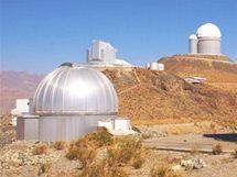 Dánský dalekohled o průměru 1, 54 metru (observatoř La Silla, Chile), který použili čeští vědci