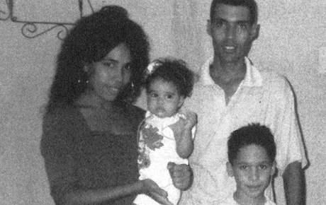 Mayda Argüelles del Pino a Liuver Saborit Morales utekli před vězením a na Kubě nechali své dvě malé děti - snímek z července 2003