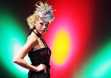 Libka Safr - módní přehlídka s kolekcí klobouků