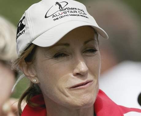 Jane Seymourová na golfovém turnaji All Star Cup v Celtic Manor Resortu, dějišti Ryder Cupu 2010.