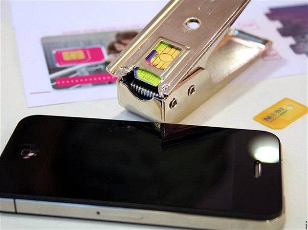 Kle�t� na vycvaknutí microSIM karty z klasické SIM