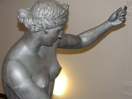 Socha kapuánské Venuše po zrestaurování stojí ve vestibulu radnice v Šumperku.