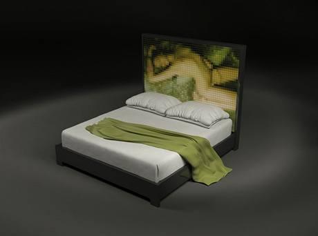 Čelo postele The Indecent Bed si můžete nechat vyzdobit svou vlastní erotickou fotografií