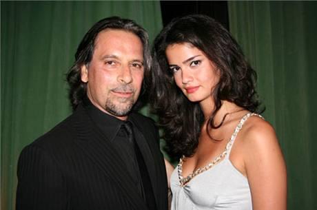 Fotograf Sante D'Orazio se svou přítelkyní Sharmine