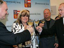 Podpis koaliční smlouvy mezi ČSSD a KDU-ČSL (Michal Hašek, Stanislav Juránek, Marie Cacková a Ivo Polák)