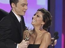 Televizn� cenu Emmy 2010 p�evzal herec Jim Parsons z rukou here�ky Evy Longoria (29. srpna 2010)