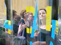 Galerie Fenester je součástí klubu Chapeau Rouge v pražské Jakubské ulici