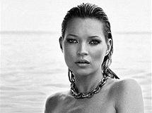 Fotografie nahé Kate Moss se šperky Davida Yurmana.