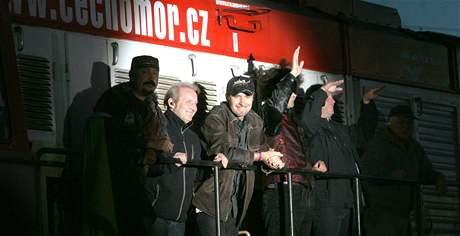 Na nádraží v Ústí nad Labem vystoupila kapela Čechomor (4. září 2010)