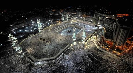 Desetitis�ce muslim� se v Mekce shrom�dili kolem posv�tn� Kaaby