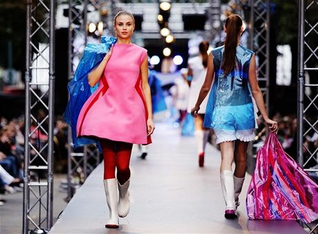 "Prague Fashion Weekend (5.9.2010) - NEW FRESH STYLE Award, ""Přetvářka"" - Markéta Martišková"