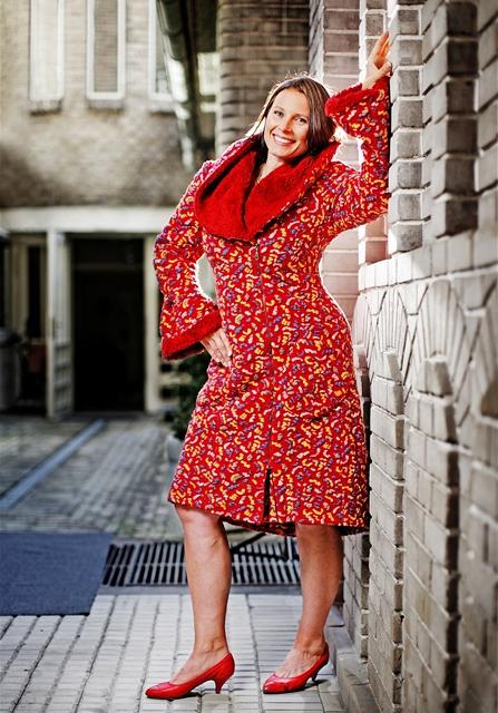 Čtenářka Dagmar po proměně v kabátu od návrhářky Jaroslavy Procházková