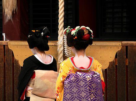 Japonské studentky umí gejšy napodobit téměř dokonale.