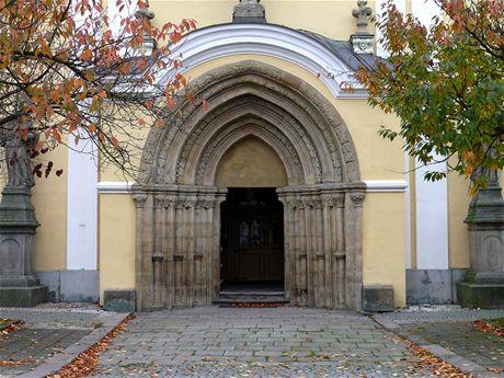 Police nad Metují, portál kostela Nanebevzetí Panny Marie