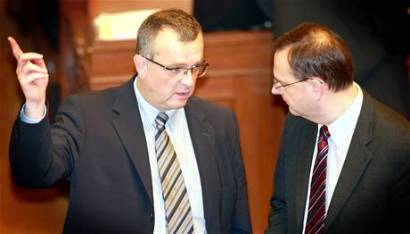Miroslav Kalousek (TOP 09) a Petr Nečas (ODS) v Poslanecké sněmovně.