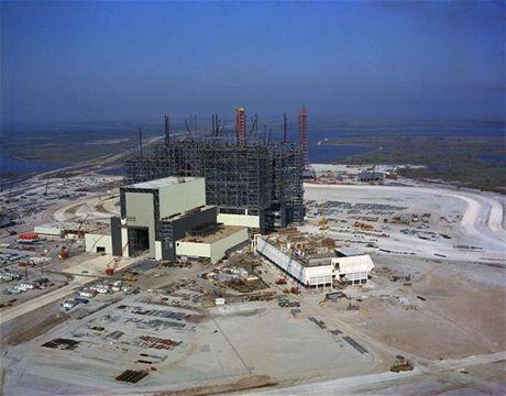 Výstavba montážní budovy VAB byla v roce 1964 v plném proudu