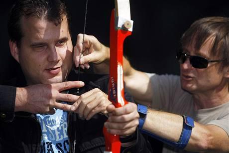 Nevidomí střílí z luku v Pardubicích